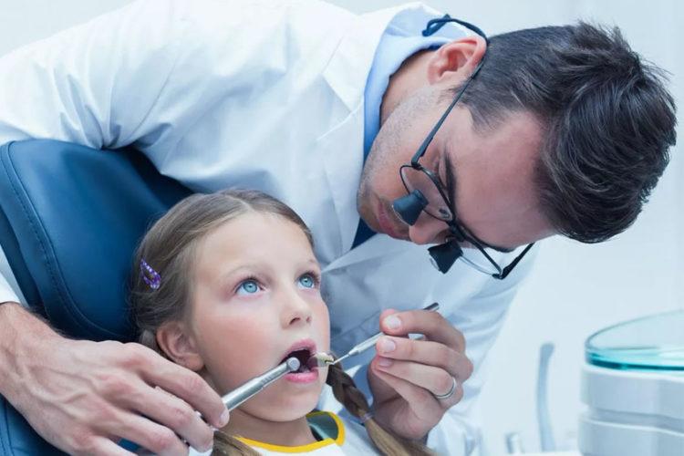 Может ли стоматолог быть левшой