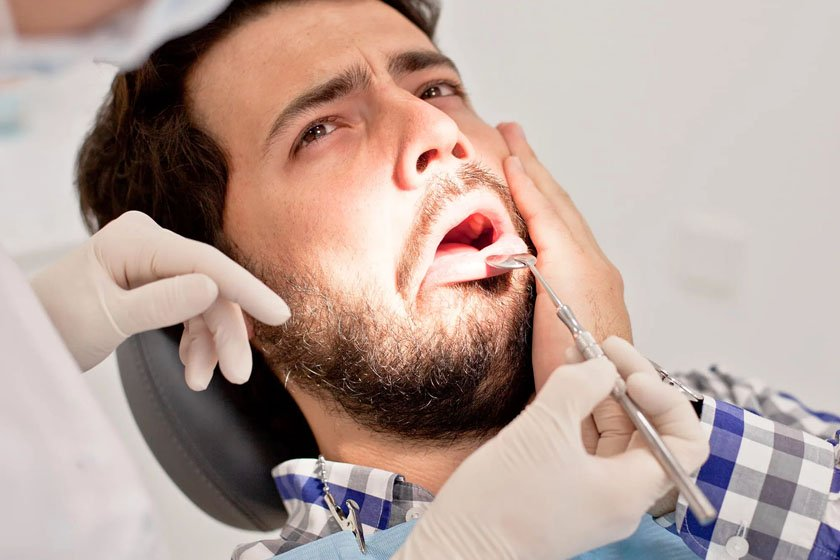 Болит голова после имплантации зубов