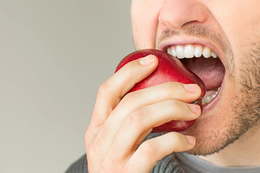 После имплантации зубов через сколько можно кушать